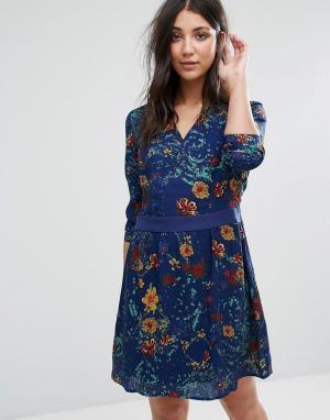 Lavand Короткое приталенное платье с принтом и длинными рукавами. Цвет: синий