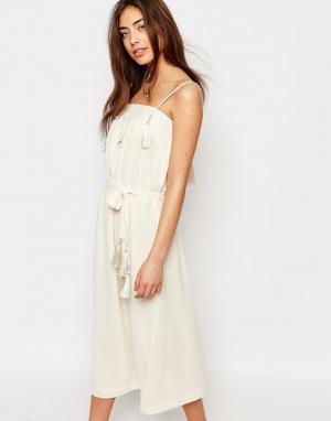 Sessun Белое платье миди с кисточками. Цвет: кремовый