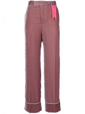 Расклешенные брюки с контрастной аппликацией The Gigi. Цвет: розовый и фиолетовый