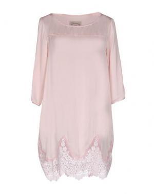 Короткое платье PINK MEMORIES. Цвет: розовый