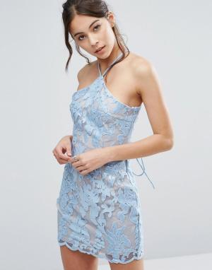 Love Triangle Кружевное платье мини с лямкой через шею. Цвет: синий
