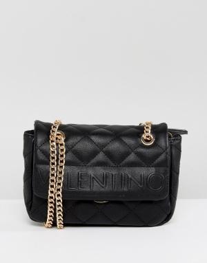 Valentino by Mario Черная стеганая сумка на плечо с откидным клапаном. Цвет: черный