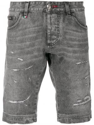 Джинсовые шорты с потертой отделкой Philipp Plein. Цвет: серый