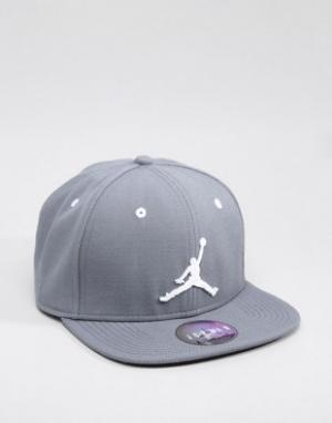 Jordan Серая бейсболка Nike Jumpman 619360-067. Цвет: серый