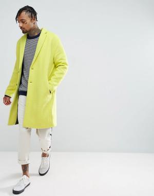 ASOS Желтое фактурное пальто с заниженной линией плеч. Цвет: желтый