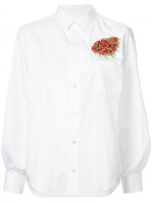 Рубашка с брошью Toga. Цвет: белый