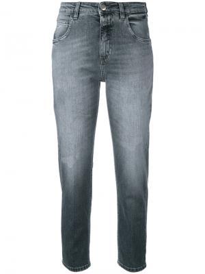 Прямые укороченные джинсы Closed. Цвет: серый