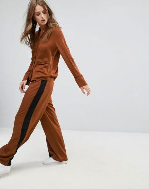 Minimum Широкие брюки с контрастными полосками. Цвет: коричневый