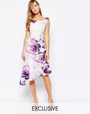True Violet Платье-футляр с асимметричной нижней кромкой. Цвет: мульти