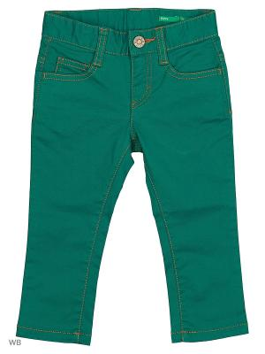Джинсы United Colors of Benetton. Цвет: зеленый