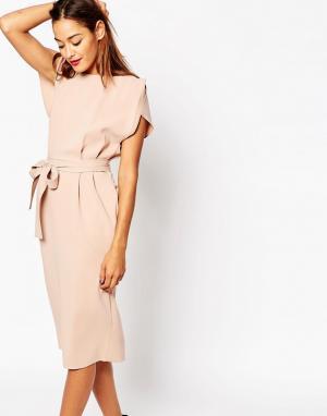 ASOS Платье миди с поясом, разрезами на рукавах и юбкой‑карандаш. Цвет: розовый