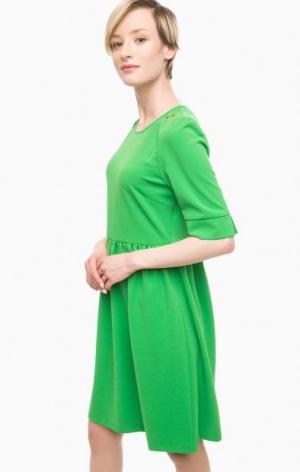 Зеленое платье с короткими рукавами POIS. Цвет: зеленый