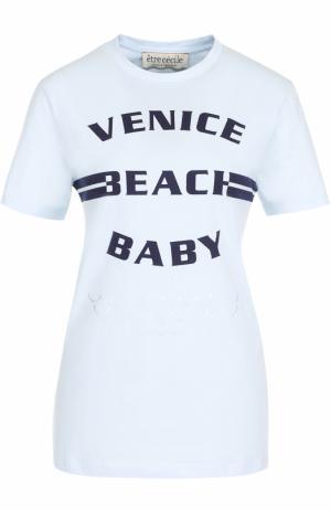 Хлопковая футболка с контрастной надписью Etre Cecile. Цвет: голубой