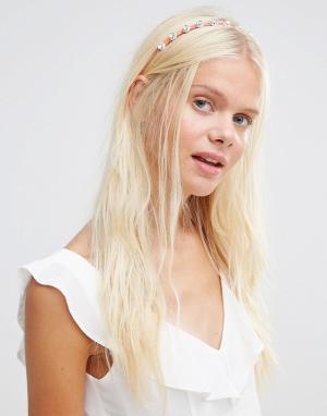 Her Curious Nature Ободок для волос с отделкой камнями. Цвет: розовый