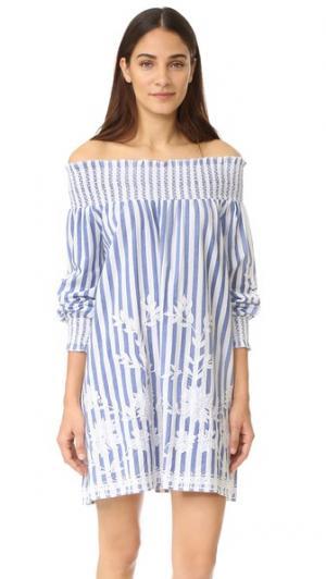 Платье в полоску с открытыми плечами Juliet Dunn. Цвет: голубая полоска