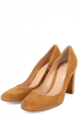 Замшевые туфли Linda на устойчивом каблуке Gianvito Rossi. Цвет: коричневый
