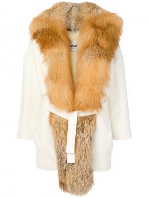 Пальто с поясом Ava Adore. Цвет: белый