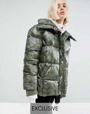 Puffa Дутая оversize-куртка с камуфляжным принтом. Цвет: зеленый