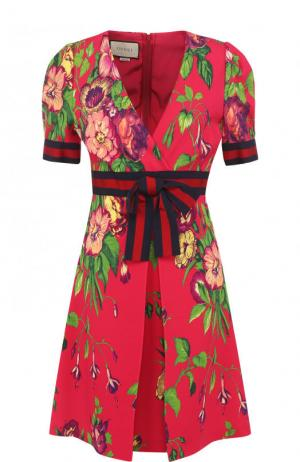 Приталенное мини-платье с завышенной талией и принтом Gucci. Цвет: фуксия