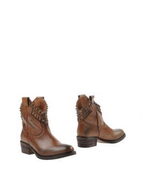 Полусапоги и высокие ботинки STRATEGIA. Цвет: коричневый