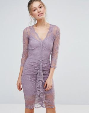 Body Frock Облегающее кружевное платье миди с фигурным краем и сборками Bodyfrock. Цвет: зеленый