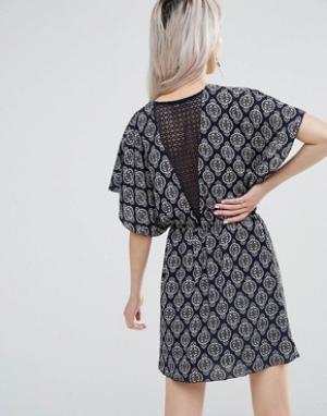 Wal G Платье с кружевом сзади. Цвет: темно-синий