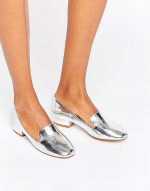 Glamorous Слиперы цвета серебристый металлик. Цвет: серебряный