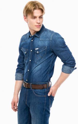 Джинсовая рубашка на кнопках Wrangler. Цвет: синий