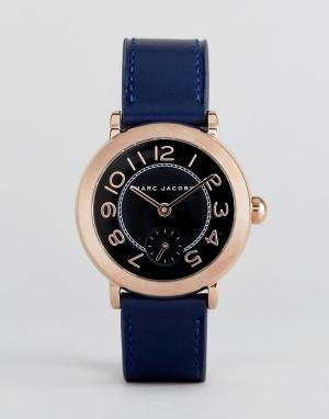 Marc Jacobs Часы с темно-синим кожаным ремешком Riley. Цвет: золотой