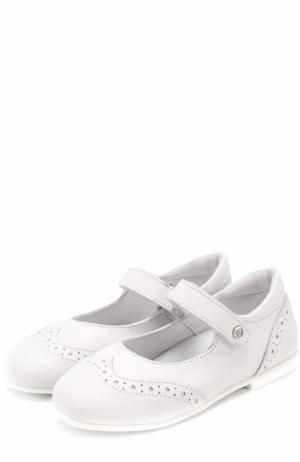 Кожаные туфли с брогированием и застежкой велькро Naturino. Цвет: белый