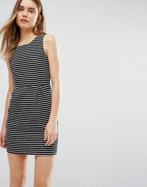 Wal G Платье в полоску. Цвет: черный