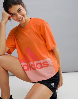 Adidas Оранжевая спортивная футболка с логотипом. Цвет: оранжевый