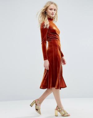 ASOS Бархатное платье миди с длинными рукавами и высокой горловиной. Цвет: оранжевый