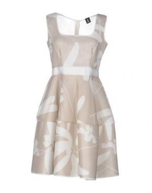 Короткое платье 1-ONE. Цвет: бежевый