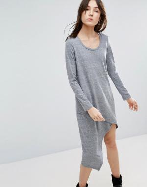 NYTT Асимметричное платье с длинными рукавами. Цвет: серый