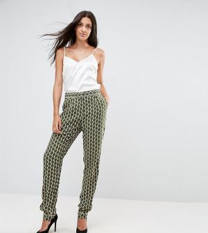 Y.A.S Tall Свободные брюки с геометрическим принтом. Цвет: темно-синий