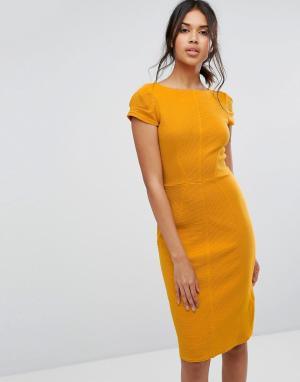 Closet London Облегающее платье в рубчик с короткими рукавами. Цвет: желтый