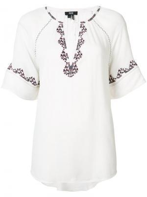 Блуза Chessa с вышивкой Paige. Цвет: белый