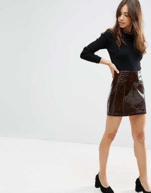 ASOS Мини-юбка из фактурного материала с эффектом крокодиловой кожи. Цвет: коричневый