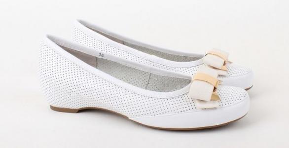 Белые женские балетки бренда RODOLFO VALERI