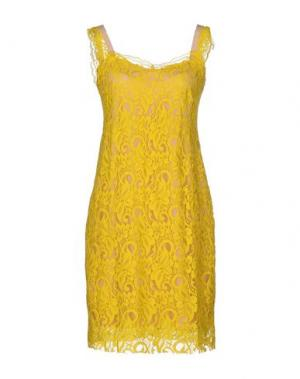 Короткое платье MACRÍ. Цвет: желтый