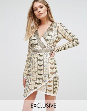 Starlet Платье мини с глубоким вырезом, запахом и сплошной декоративной отделк. Цвет: золотой