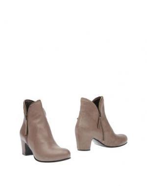 Полусапоги и высокие ботинки ROSAMUNDA. Цвет: серый