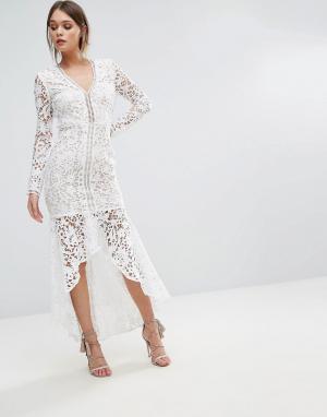 Love Triangle Кружевное платье с длинными рукавами и оборкой на подоле. Цвет: белый