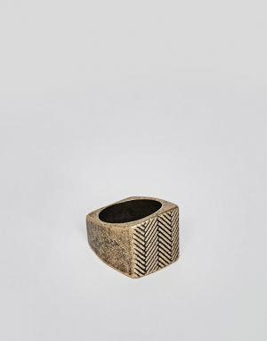 Icon Brand Золотистое кольцо-печатка. Цвет: золотой