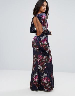 City Goddess Бархатное платье макси с длинными рукавами. Цвет: мульти