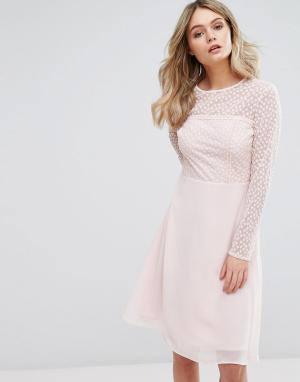 Elise Ryan Платье миди с вышивкой. Цвет: розовый
