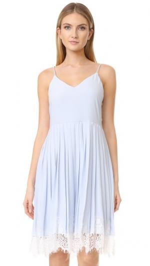 Платье без рукавов с оборками и кружевными вставками ENGLISH FACTORY. Цвет: голубой