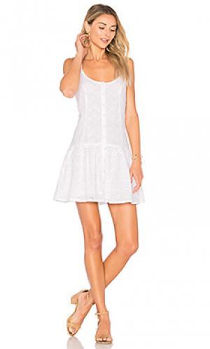 Платье в сеточку maddie Clayton. Цвет: белый