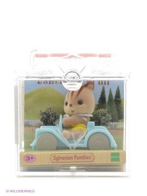 Набор Младенец в пластиковом сундучке  (бельчонок на машине) Sylvanian Families. Цвет: светло-серый